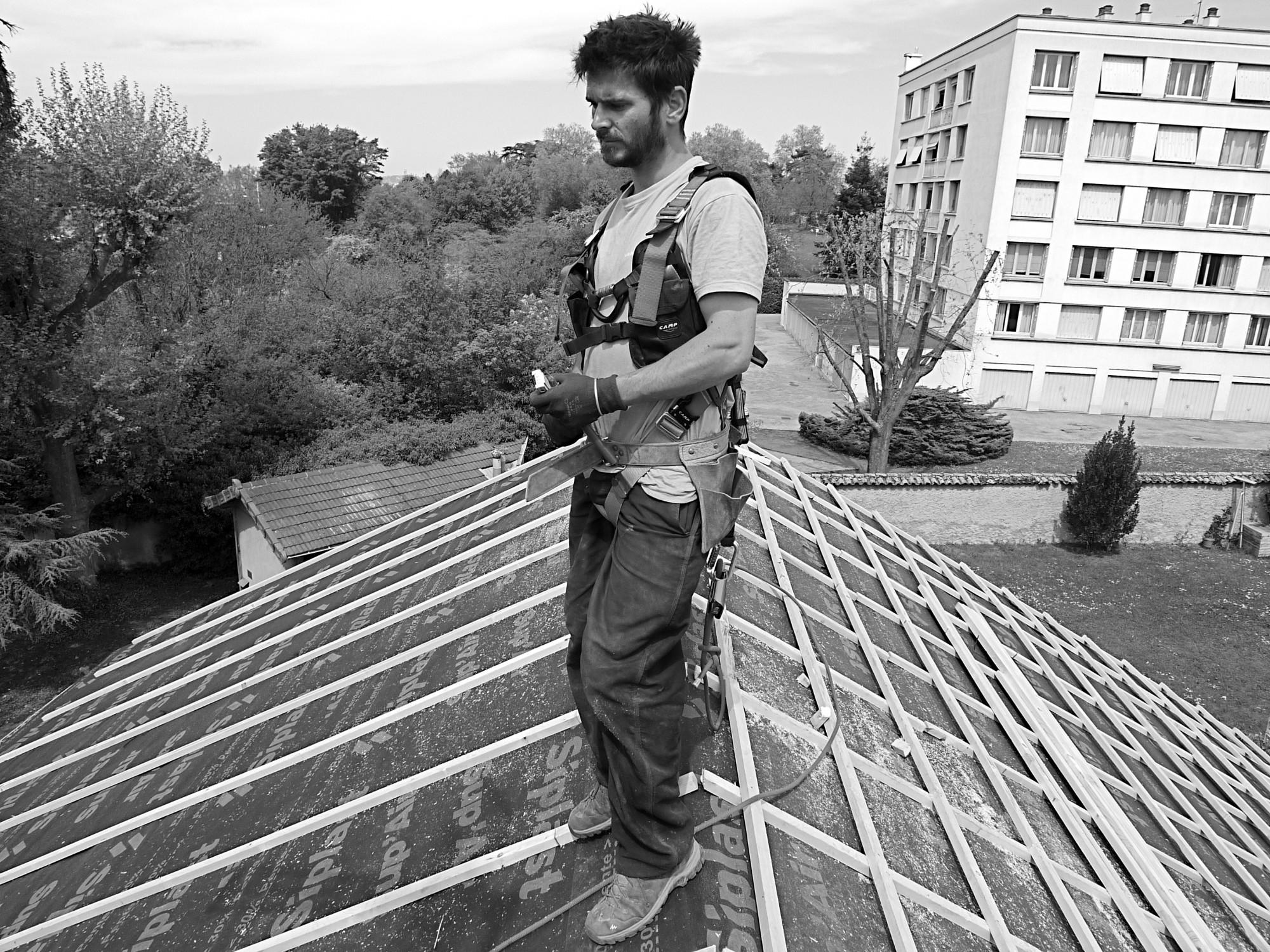 Charpentier couvreur zingueur drome rénovation toiture chabeuil